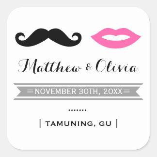 Sticker Carré Moustache et lèvres roses épousant des