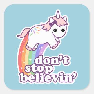 Sticker Carré N'arrêtez pas Believin dans les licornes