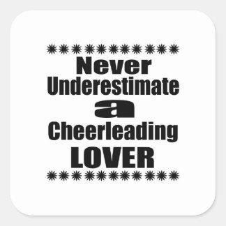 Sticker Carré Ne sous-estimez jamais l'amant Cheerleading