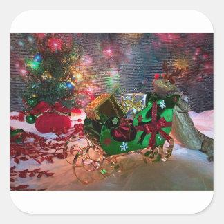 Sticker Carré Noël barbu de dragon enveloppant des