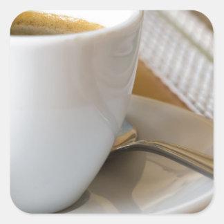 Sticker Carré Petite tasse de café express sur une soucoupe avec