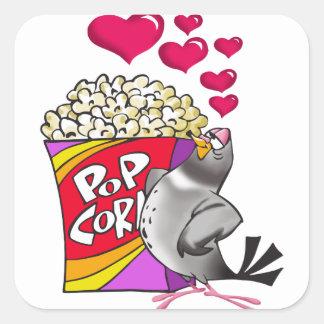 Sticker Carré Pigeon dans l'amour avec une boîte de maïs éclaté