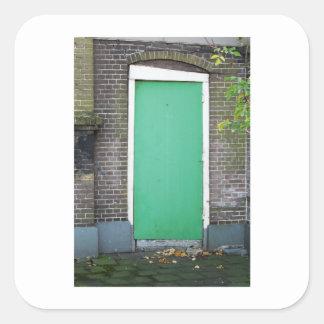 Sticker Carré Porte verte tordue de photographie néerlandaise
