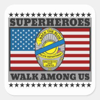 Sticker Carré Promenade de super héros parmi nous