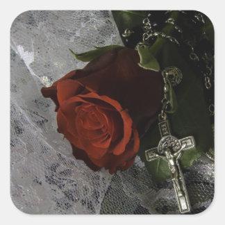 Sticker Carré rose rouge et chapelet de croix