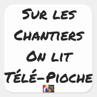 Sticker Carré SUR LES CHANTIERS ON LIT TÉLÉ-PIOCHE -Jeux de mots