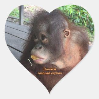 Sticker Cœur Bébé Daniellein Bornéo d'orang-outan