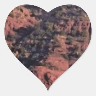 Sticker Cœur bosses et morceaux dans la roche rouge