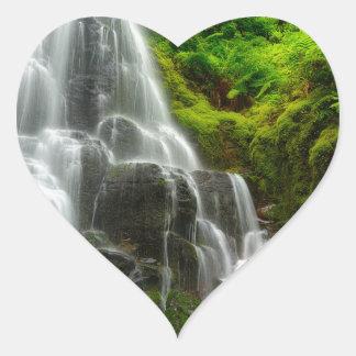 Sticker Cœur Cadeaux de cascade de forêt de nature