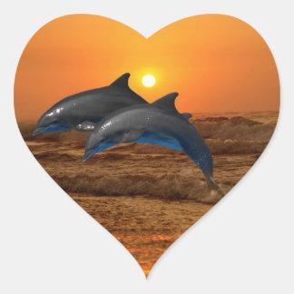 Sticker Cœur Dauphin de Bottlenose au coucher du soleil