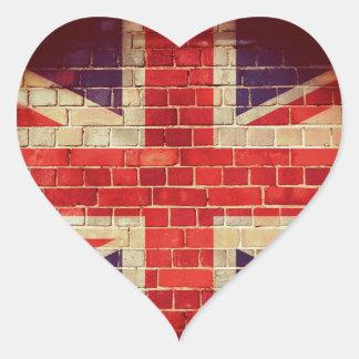 Sticker Cœur Drapeau BRITANNIQUE vintage sur un mur de briques