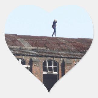Sticker Cœur Fille sur le toit 02,2, endroits perdus