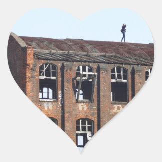 Sticker Cœur Fille sur le toit - endroits perdus