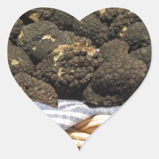 Sticker Cœur Groupe de truffes noires chères italiennes