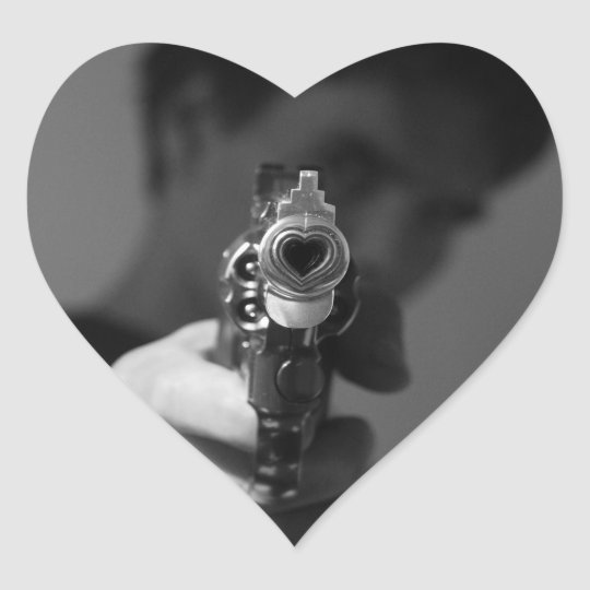 Sticker Cœur le flingue de l'amour qui tue.