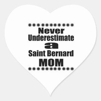Sticker Cœur Ne sous-estimez jamais la maman de St Bernard