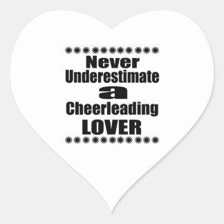 Sticker Cœur Ne sous-estimez jamais l'amant Cheerleading