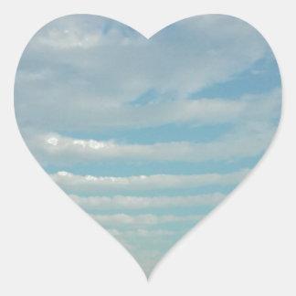Sticker Cœur nuages d'ondulation de ciel bleu