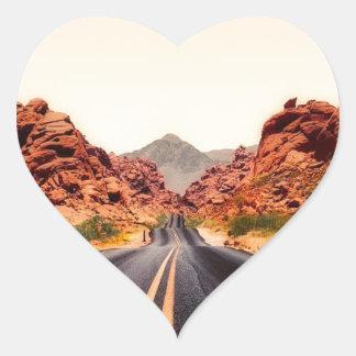 Sticker Cœur Paysage de voyage de route de route de montagnes