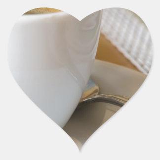 Sticker Cœur Petite tasse de café express sur une soucoupe avec