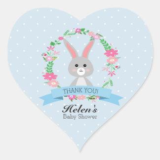 Sticker Cœur Peu de lapin avec le coeur floral de baby shower