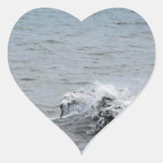 Sticker Cœur Vagues sur la glace