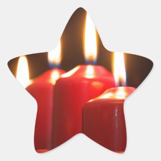 Sticker Étoile Les bougies rouges d'un avènement tressent avec