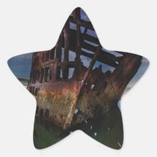 Sticker Étoile Naufrage de Peter Iredale sous le ciel nocturne