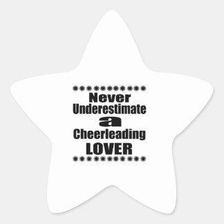 Sticker Étoile Ne sous-estimez jamais l'amant Cheerleading