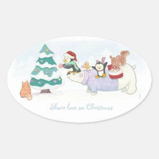 Sticker Ovale Animaux mignons de Noël décorant un arbre neigeux