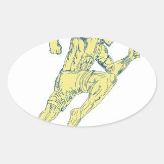 Sticker Ovale Combattant thaïlandais de Muay donnant un coup de