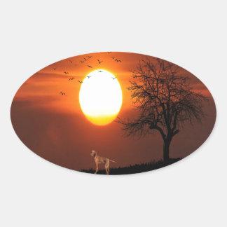 Sticker Ovale Coucher du soleil, arbre, oiseaux, Weimaraner,