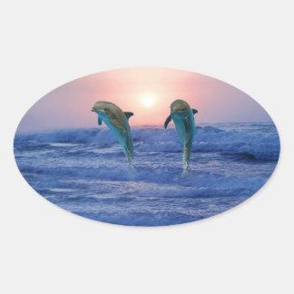 Sticker Ovale Dauphin de Bottlenose au lever de soleil
