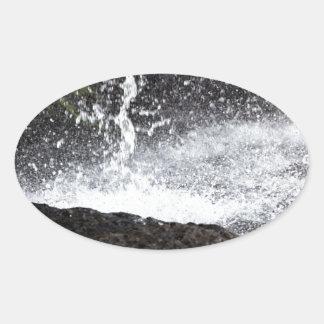Sticker Ovale Détail d'une petite cascade