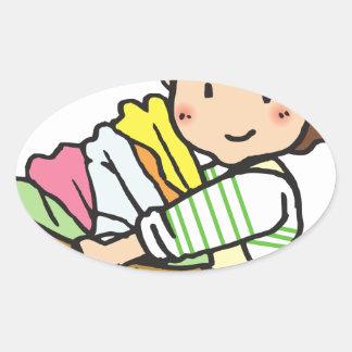 Sticker Ovale Femme avec le panier de blanchisserie