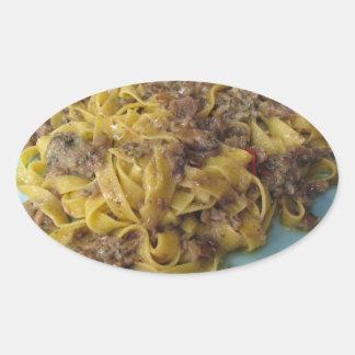 Sticker Ovale Fettuccine frais italien avec des champignons de
