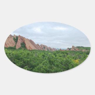 Sticker Ovale Formes de région boisée et de roche de vallée de