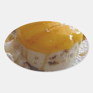Sticker Ovale Gâteau couvert par confiture de crème glacée