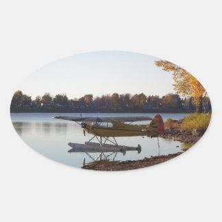 Sticker Ovale Hydravion par le lac