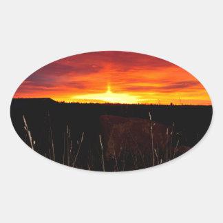 Sticker Ovale Le feu dans le ciel au lever de soleil