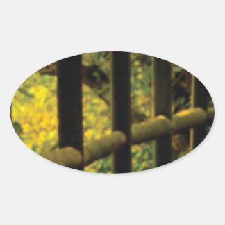 Sticker Ovale mousse sur la barrière