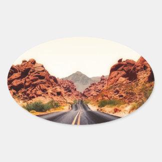 Sticker Ovale Paysage de voyage de route de route de montagnes