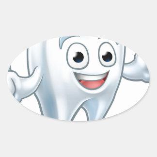 Sticker Ovale Personnage de dessin animé de mascotte de dent