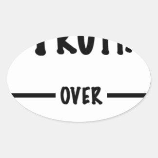 Sticker Ovale Vérité au-dessus des cadeaux d'atout
