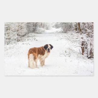Sticker Rectangulaire Chien de St Bernard dans la neige