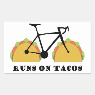 Sticker Rectangulaire Courses sur des tacos