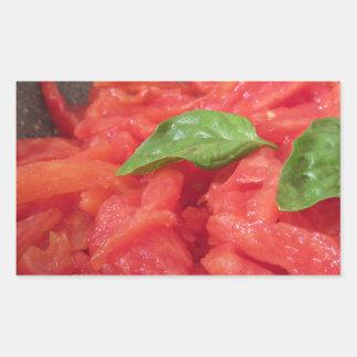 Sticker Rectangulaire Cuisson de la sauce tomate faite maison utilisant