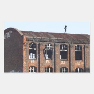 Sticker Rectangulaire Fille sur le toit - endroits perdus