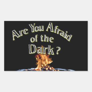 Sticker Rectangulaire La question est sont vous effrayés de l'obscurité