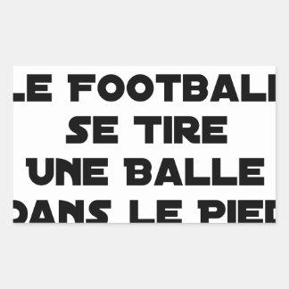 STICKER RECTANGULAIRE MATCHS TRUQUÉS, LE FOOTBALL SE TIRE UNE BALLE DANS